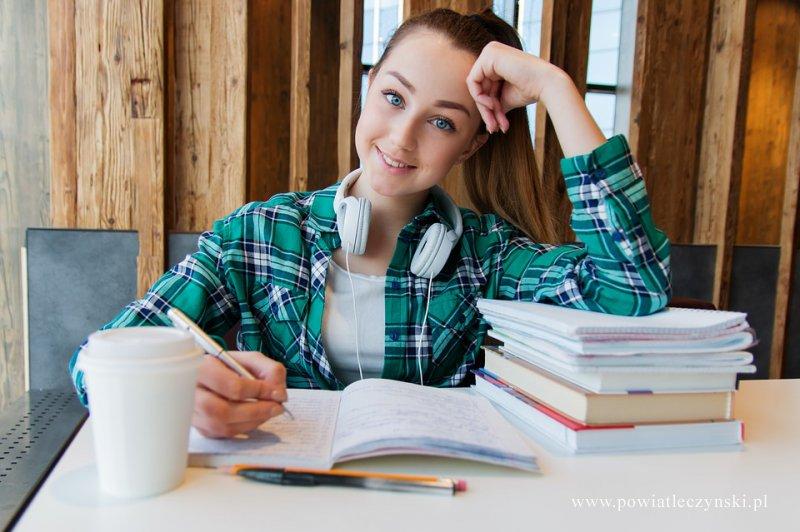 Bezpłatne szkoły i kursy dla dorosłych – zimowy nabór w szkołach powiatowych