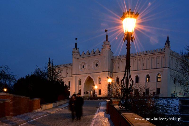 Miasto nocą – plener fotograficzny słuchaczy Zespołu Szkół w Ludwinie