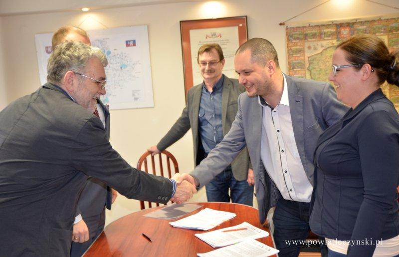 Podpisanie umów na modernizację cyfrowych baz danych ewidencji gruntów i budynków.