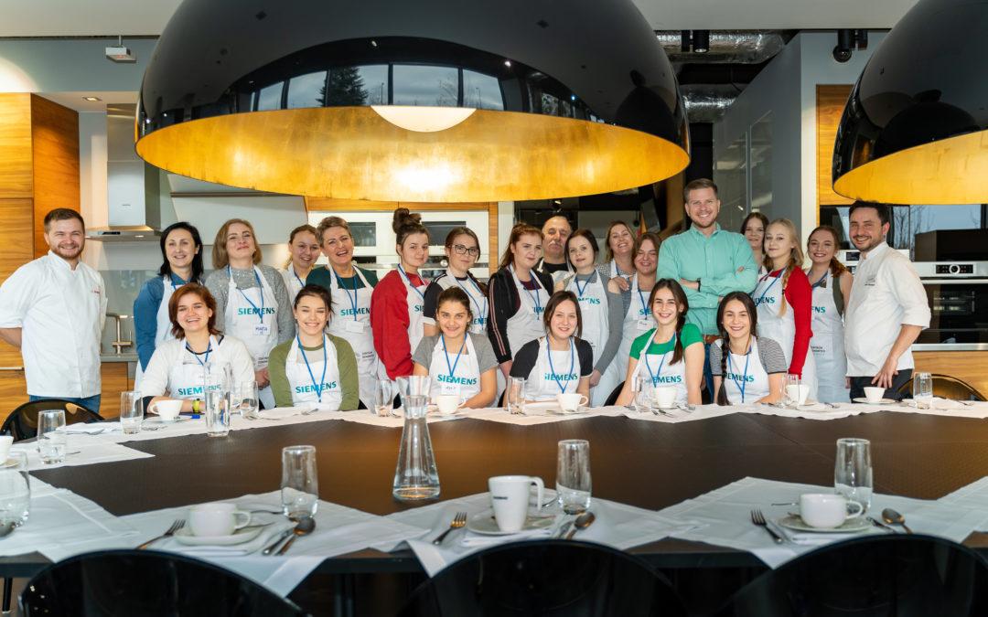 Innowacje kulinarne   uczennic MOW z Filipem Chajzerem!