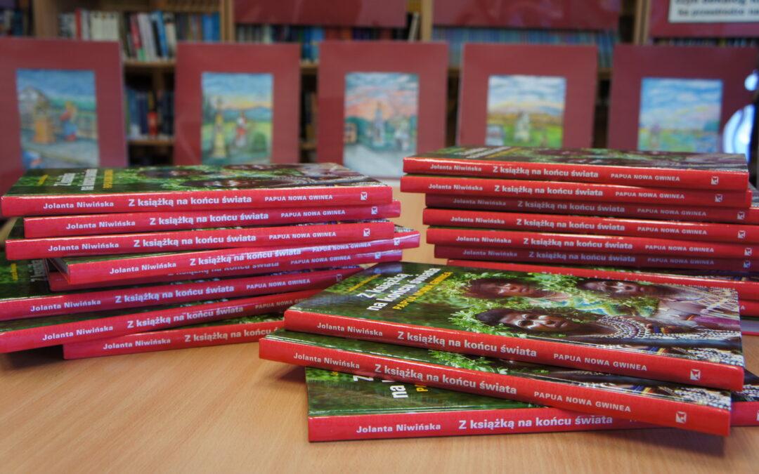 Z książką na końcu świata… i w bibliotece ZSG